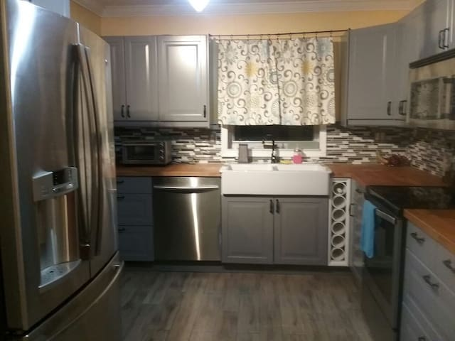 Spacious room in cozy, quiet house - North Lauderdale - Hus