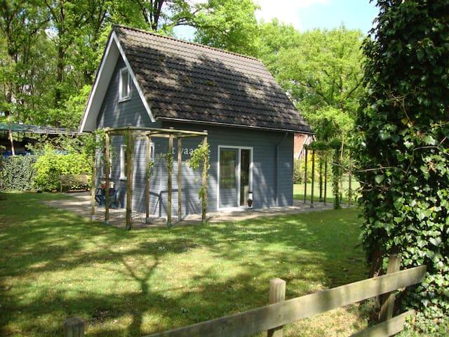 Mooi houten huis op het platteland - Den Ham - Stuga