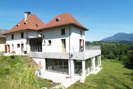 VILLA  Piscine intérieure VUE LAC D AIGUEBELETTE - Lépin-le-Lac - Hus
