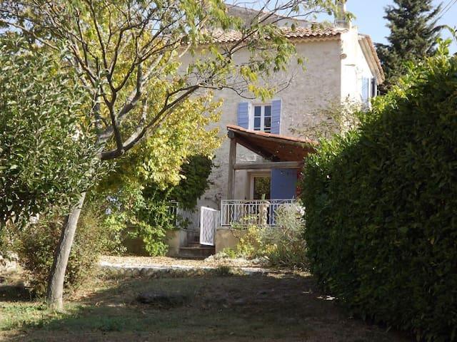 Jolie Mas Provencal avec piscine - La Tour-d'Aigues
