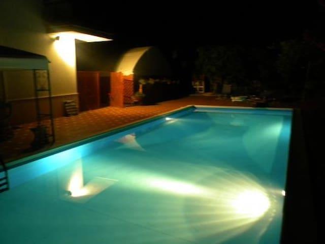 MANSARDA IN VILLA CON PISCINA - Pontecagnano Faiano - Apartment