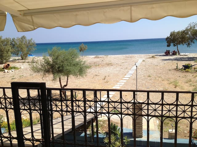 WONDERFUL APPARTMENT ON THE BEACH - Σάμος, Ελλάδα - Huoneisto