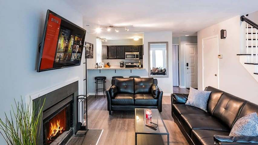 CORPORATE RENTAL DEAL! Uptown Furnished 2BR Condo.