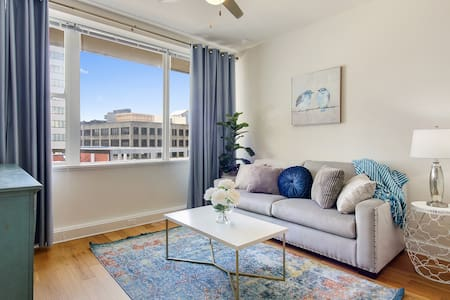 #1106 NEW DTOWN HIGH-RISE MODERN CONDO FRENCH QTR