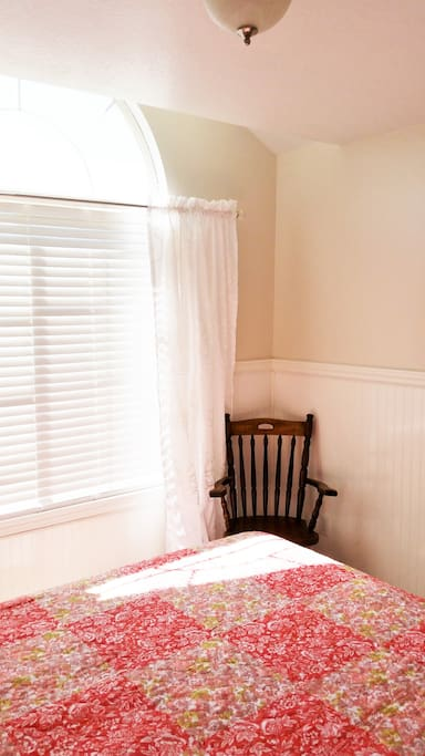 Arched window, lots of light, sturdy chair!