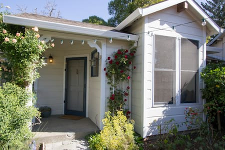 Healdsburg Cottage-Walk to Plaza - Healdsburg