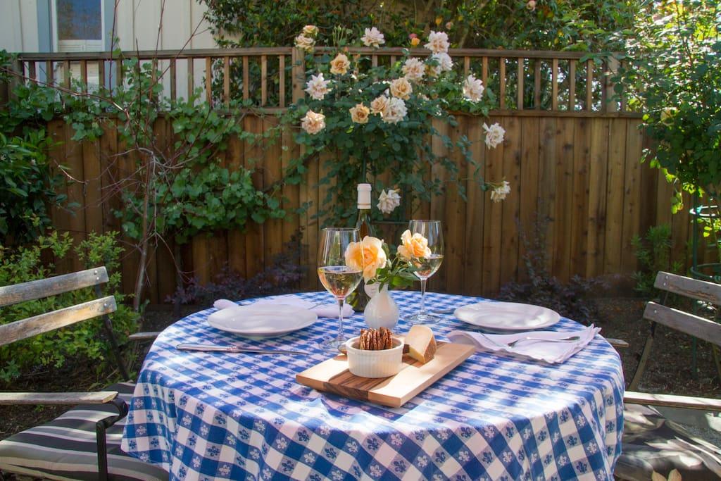 Dine al fresco in the garden.