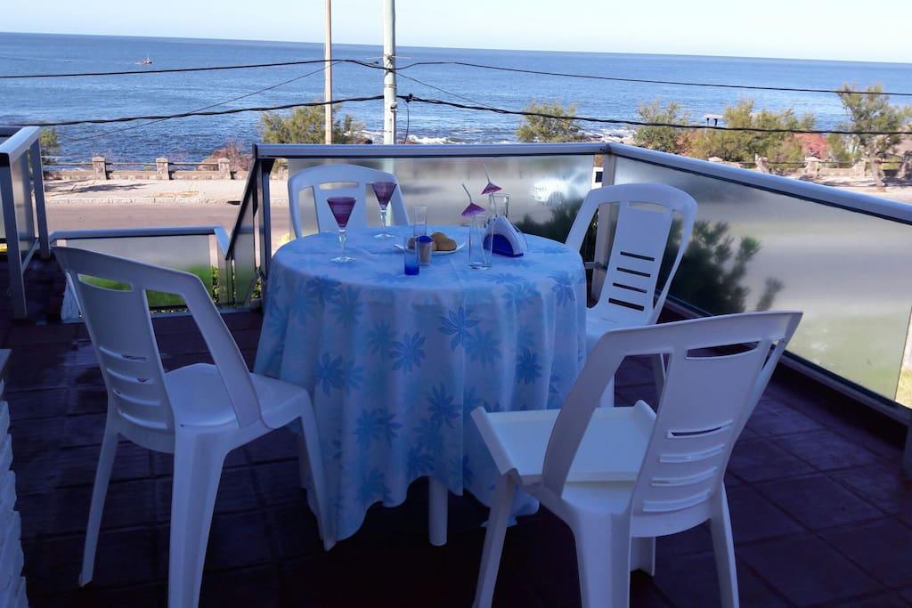 terraza uso exclusivo  del huésped con vista al mar