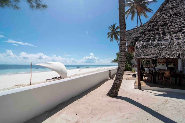 Villa Kobe - Stunning Villa on the beach