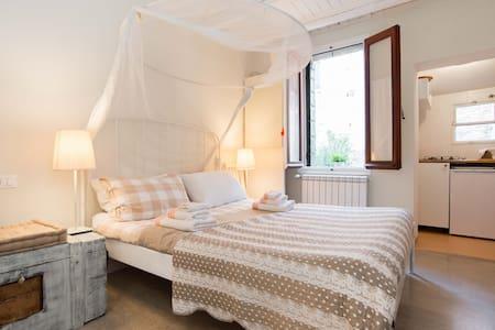 LEONILLA'S STUDIO VENICE/BIENNALE WIFI-AC - Venedig