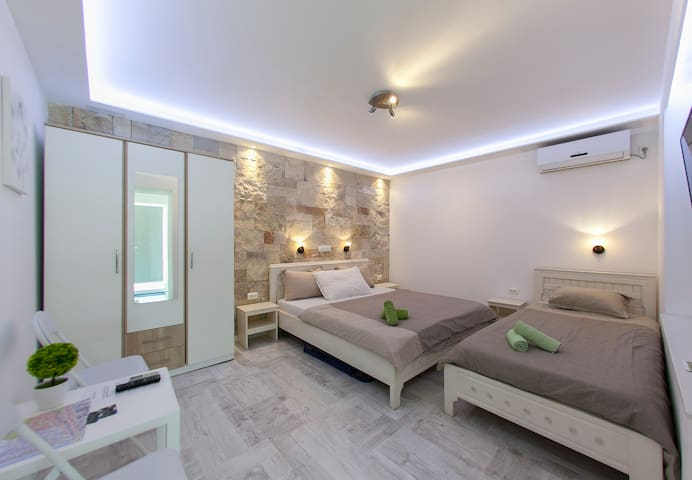 Triple apartment with pool, in the city center