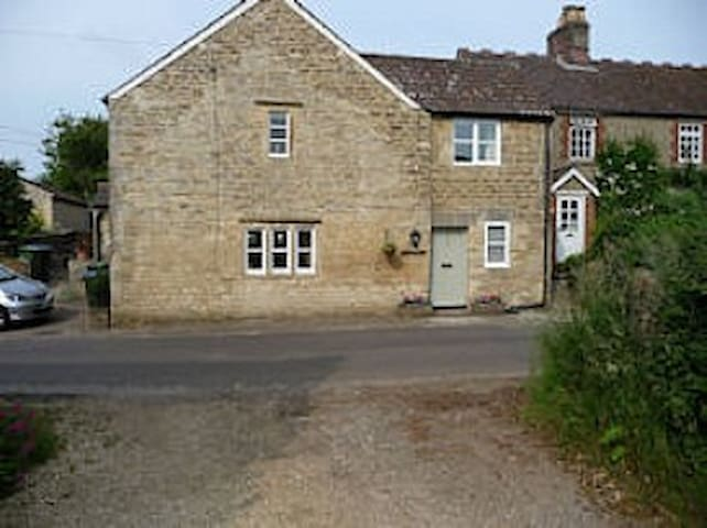 Lovely Wiltshire Cotswolds Cottage