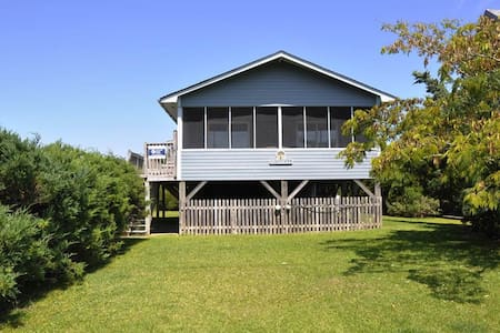 Sundial Cottage with Marsh Views - Ocracoke - Hus