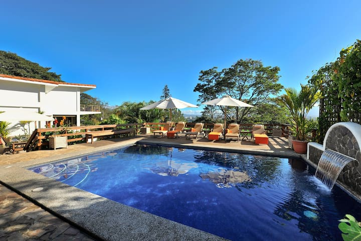 Casa Britto - Elegant residence with heated pool