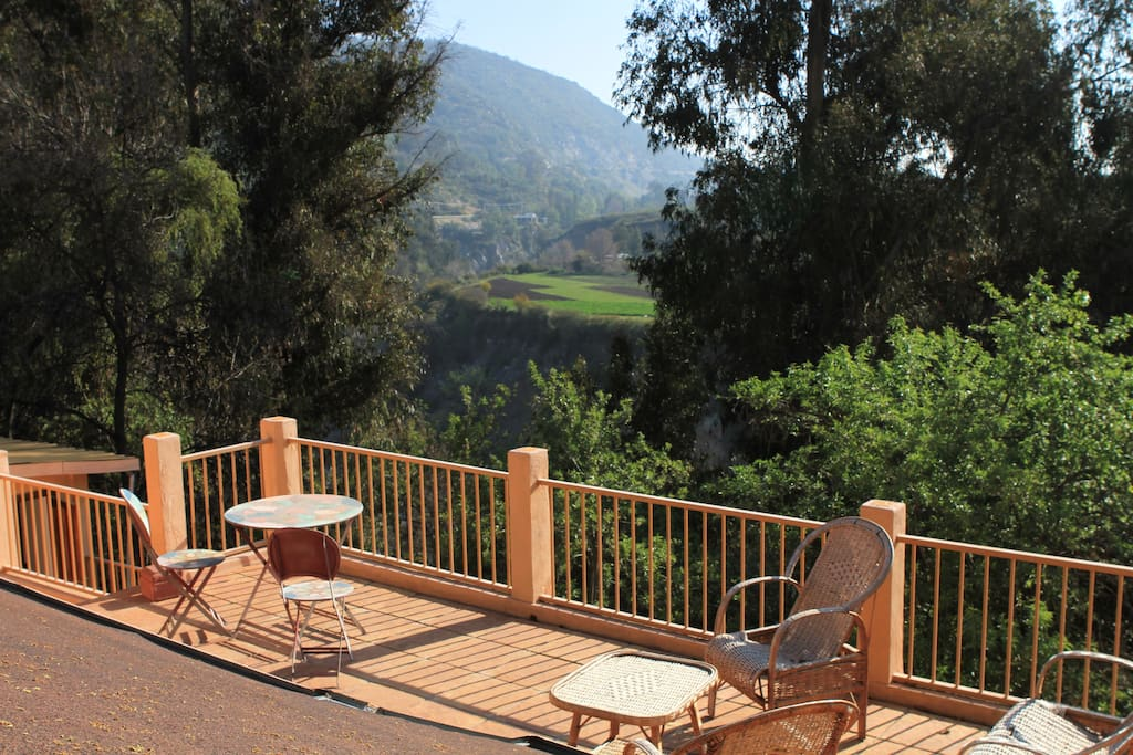 Spectacular garden two terraces with sunset view for 22 river terrace valet