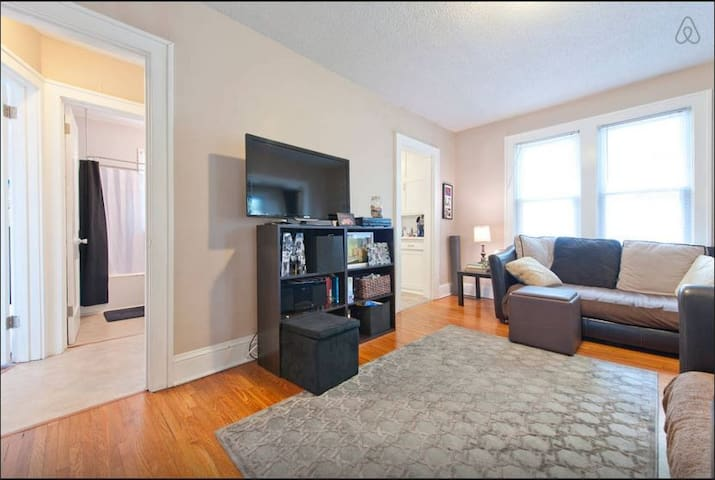 Cozy 2 Bd in Great Location! - Minneapolis - House