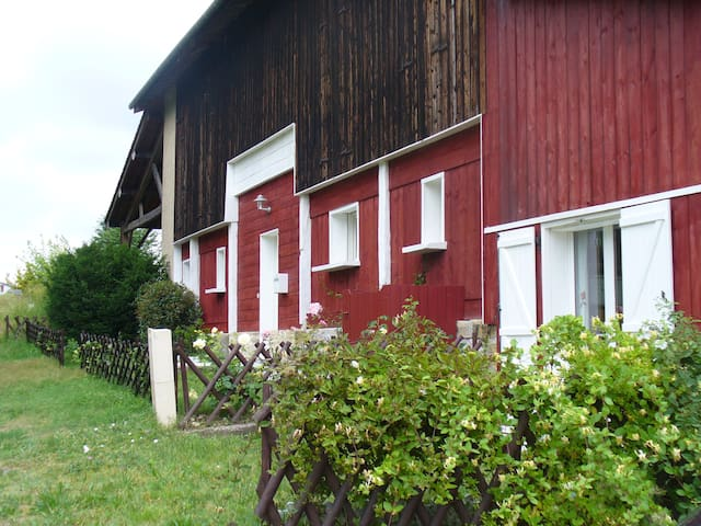 A former tobacco barn  renovated - Bieujac