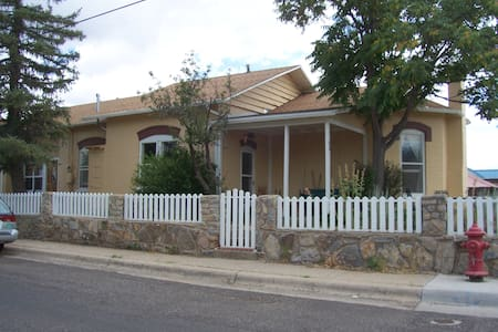 Suite in House in Historic District - Silver City - House