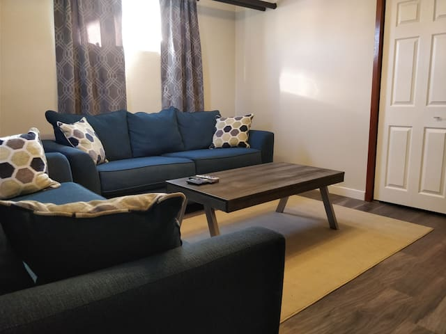 Comfortable, Complete,  2 bedroom Apartment.