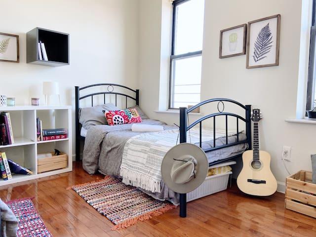 Cozy & Authentic Private Room