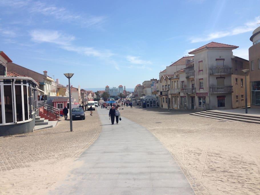 Avenida principal da Vila