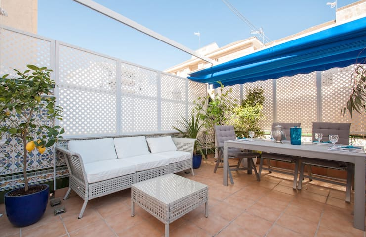SITGES TOWNHOUSE WITH ROOFTOP BBQ!! - Sitges - Rumah