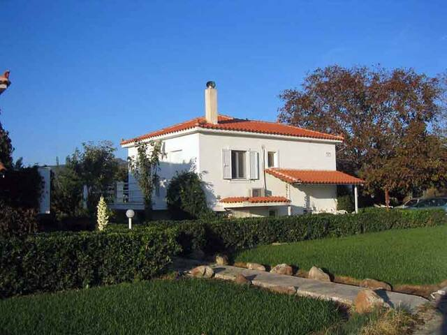 Entire house, 1-bedroom, vineyard-garden, balcony - Καλλονή - Villa