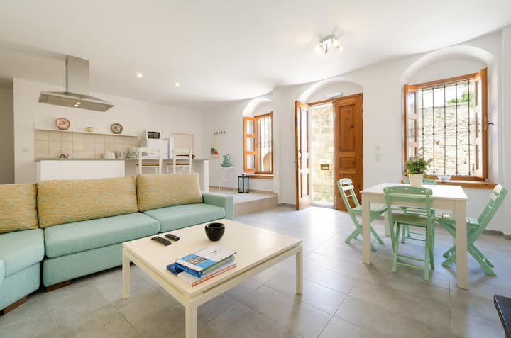 Modern meets traditional in the heart of Lindos