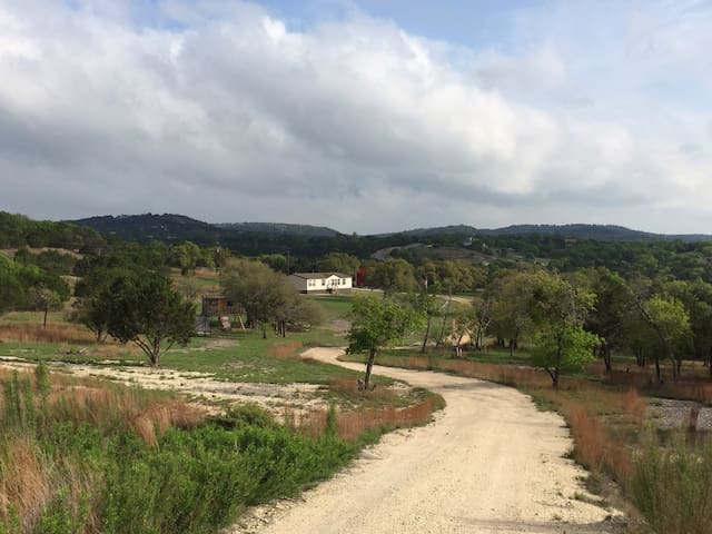 10+ Acres - TX Hill Country Rental - Dripping Springs - House