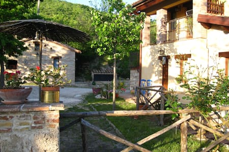 Paradise way Countryhouse in Marche - Cerreto d'Esi - Penzion (B&B)