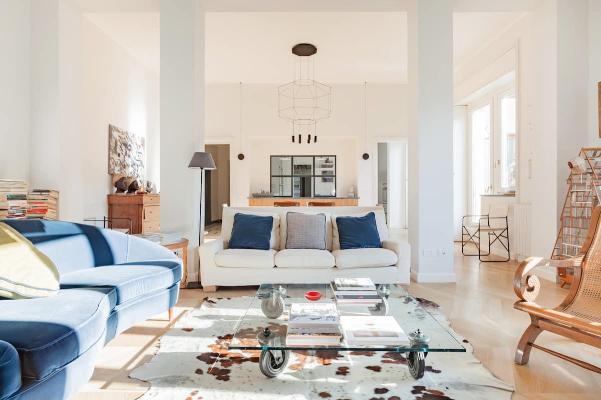 Luminoso appartamento con terrazzo verdeggiante nel cuore dei Navigli