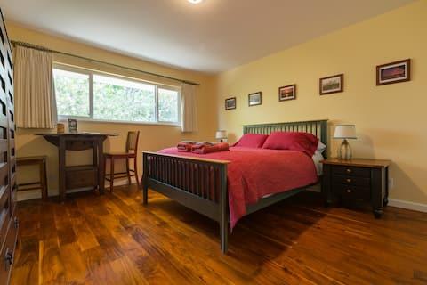 ¡Estudio espacioso, privado y cómodo!