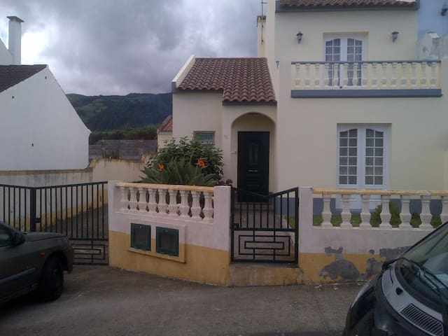 Nice House close to sea. 45km from Ponta Delgada