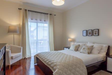 Sunny double bedroom - Braga - House