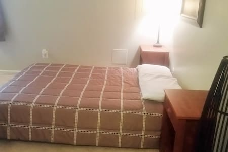 Private Room w/Full Bath On-suite - Woodbridge - Adosado