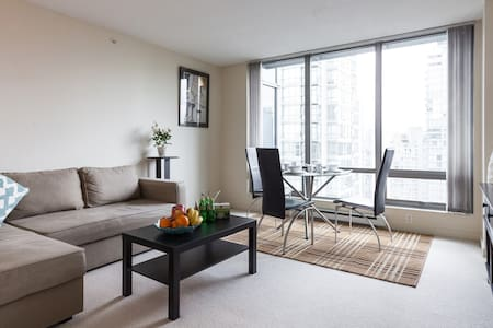 GREAT VIEW+LOCATION IN COAL HARBOUR