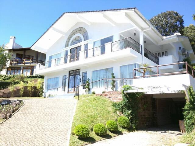 Casa Luxuosa em Gramado - Gramado - Huis