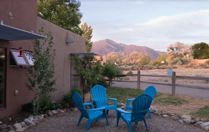 Contemporary, comfy, and close to Taos Ski Valley
