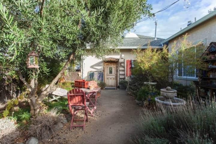 Private Cottage in Cupertino