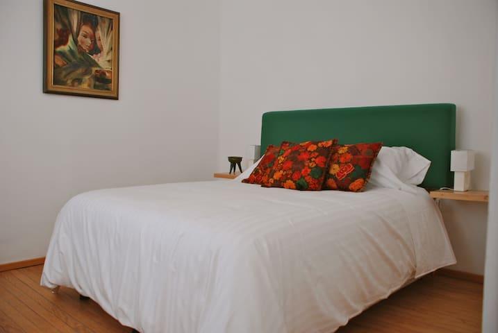 Quiet room PRIVATE bathrm @ Condes
