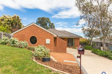 3 bdrms to rent ($80 per room/neg) - Jerrabomberra