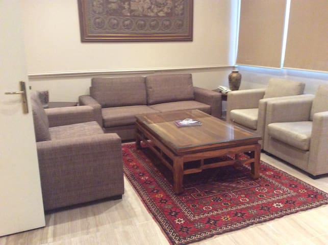 Affordable 2BR Apartment in The Heart of Hamra - Bayrut - Boutique hotel