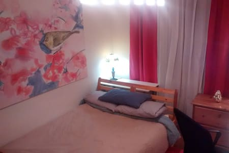 Cherry blossom Room in Shared house - Vancouver - House