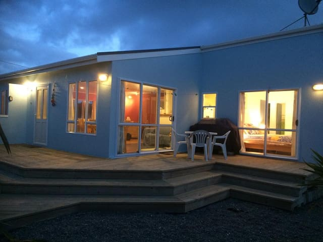 The Beach Retreat - Otaki Beach - Talo