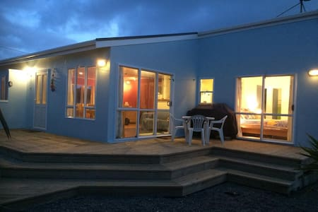 The Beach Retreat - Otaki Beach - Hus