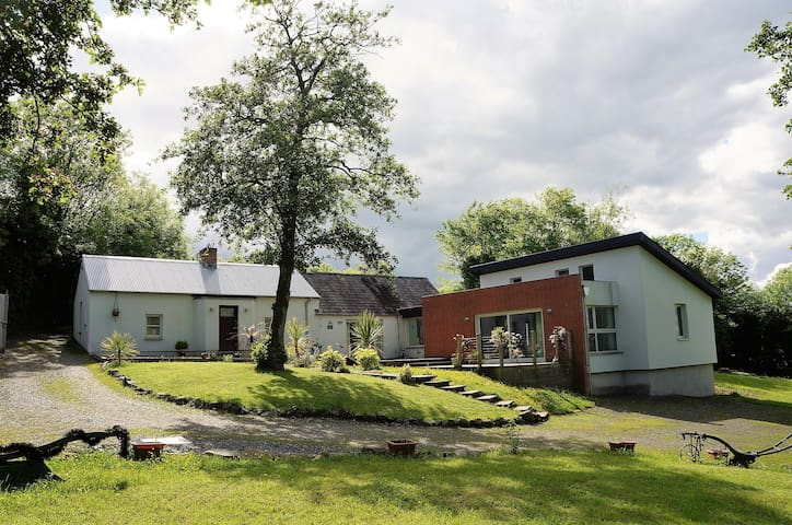 Tullybuck Cottage, 4-star rural self-catering