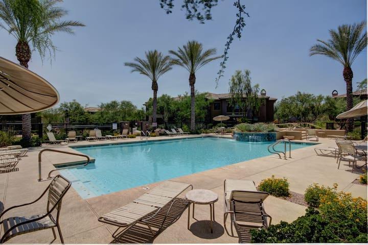 Luxurious Scottsdale Condo - close to everything!