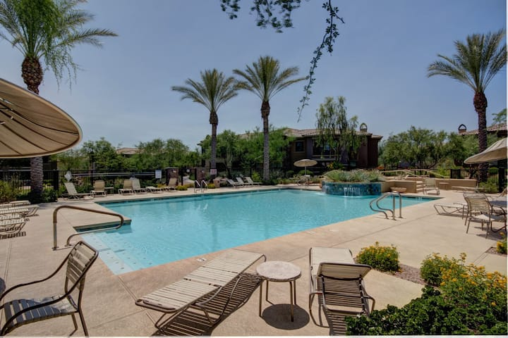 Luxurious Scottsdale Condo - Close to everything!