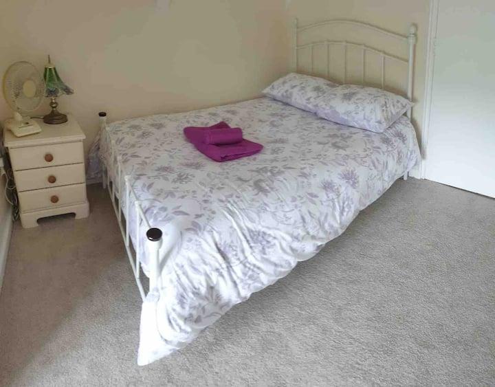 Bittaford, comfort,double,budget, shared bathroom