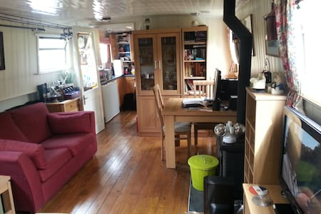 The Time Machine - beautiful barge - quiet retreat - Surrey - Boat